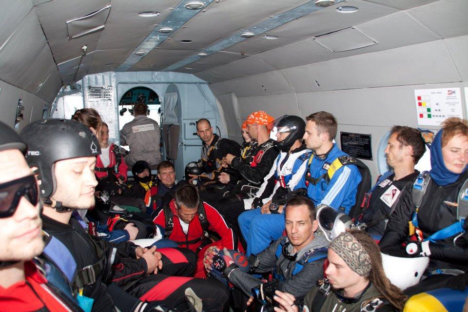 Helikopterből vagy Repülőgépből veszélyesebb tandemugrani?