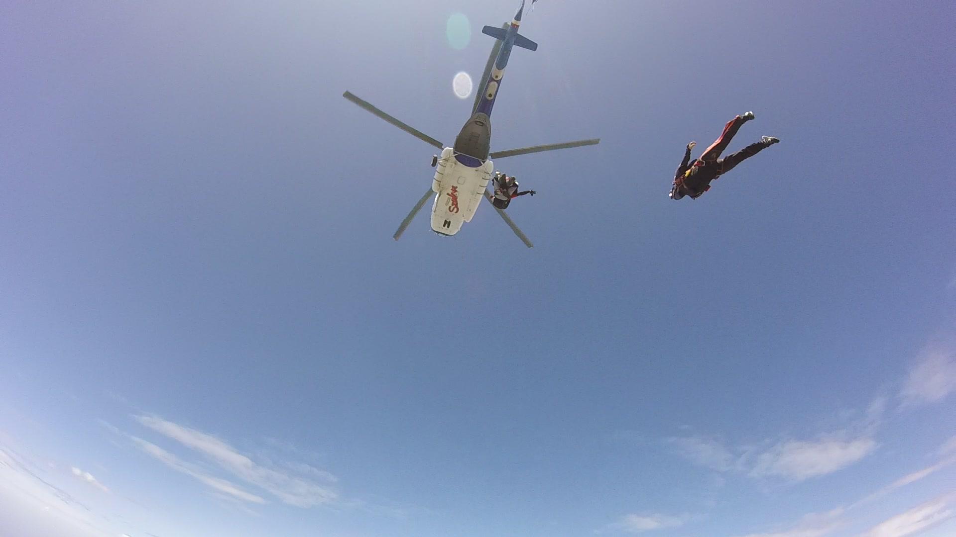 A helikopter, amiből épp kiugrottunk